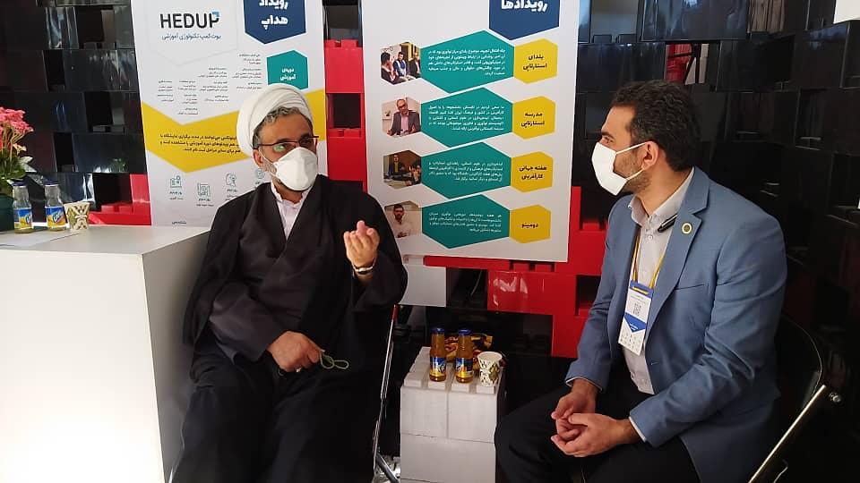 بازدید رئیس دانشگاه امام صادق (ع) از غرفه مرکز نوآوری دانشگاه امام صادق (ع) در نمایشگاه نوآوری اینوتکس ۱۴۰۰